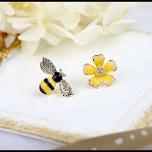 Jewelry - 🐝🌼Bee & Flower Cute Earrings 🌼🐝